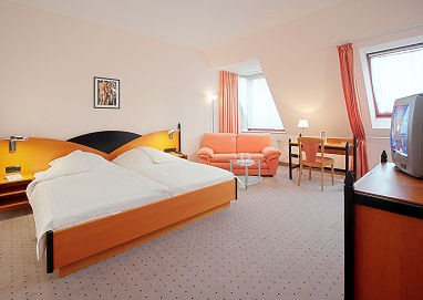 TRYP by Wyndham Kassel City Centre: Room